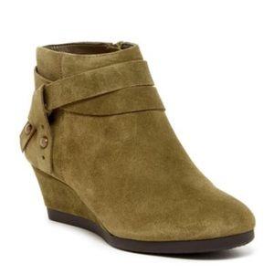 NIB Nine West Lina Suede Wedge Boots